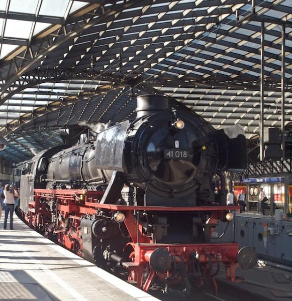 Schnappschuss an Gleis 1  (Foto: Weidelich