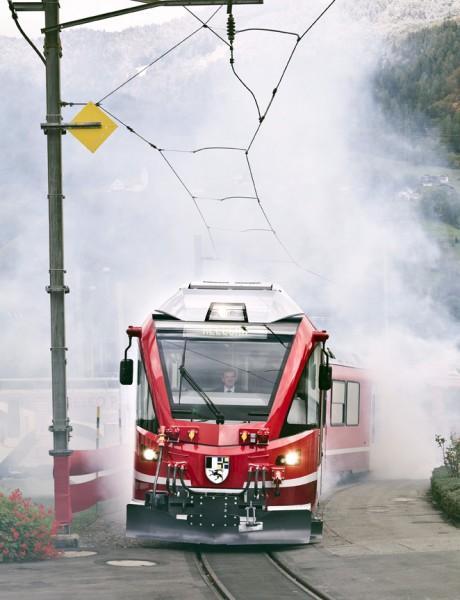 Ein rotes Fahrzeug, aber trotzdem keine Feuerwehr. (Foto: Andrea Badrutt, Chur)
