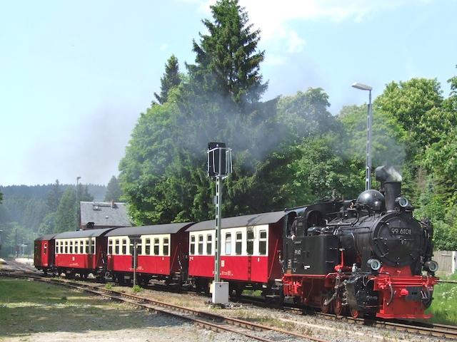 ... sondernd solche Dampfzüge, die Touristen in den Harz locken (Fotos: Weidelich)