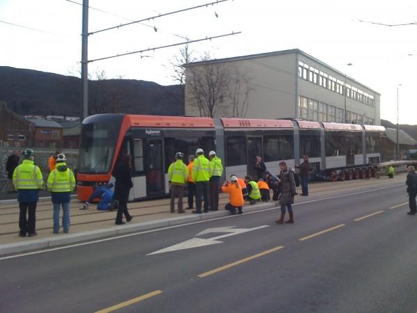Der erste Triebwagen für Bergen wurde gestern abgeladen (Foto: Bybanen)
