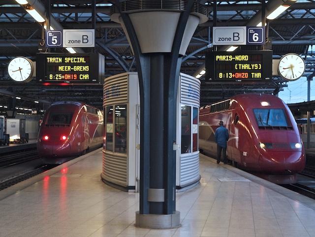 Sonderzug nach Meer an der holländischen Grenze (links) und Thalys nach Paris (Foto: Weidelich)